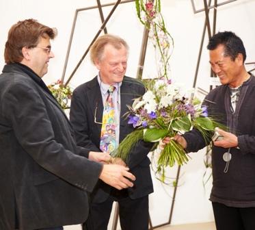 Wener Paizdzior, Geschäftsführender Gesellschafter der Grünberger Bildungszentrum Floristik GmbH mit Manfred Lorenz und Bang Sik